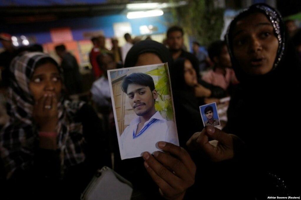 Pakistan'ınBelucistankentindekiŞahNuraniibadetyerindedüzenlenenbombalıintihareyleminde50kişiöldü.SaldırıyıIŞİDüstlendi. 12 Kasım 2016
