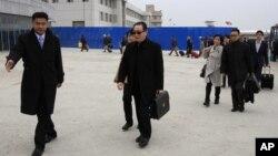 17일 평양 공항에 도착한 우다웨이 중국 측 6자회담 수석대표(가운데).