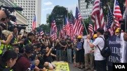 香港民众9月8日向美国驻港领事馆递交请愿书 (美国之音任新拍摄)