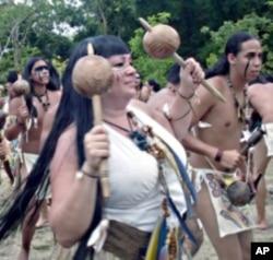 Ana Maria Tekina-Eiru Maynard participates in a ceremony in Puerto Rico.