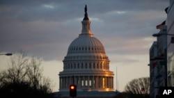La Cámara de Representantes aprobó una extensión de fondos federales hasta el 16 de febrero, aunque el proyecto de ley enfrenta perspectivas inciertas en el Senado.