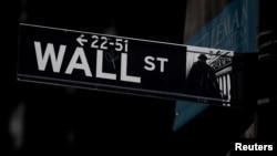 2019年9月17日美國紐約市紐約證券交易所附近的華爾街路牌。
