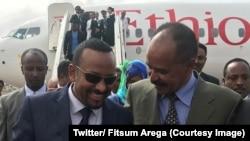 Le président érythréen Issaias Afwerki accueille le Premier ministre éthiopien Abiy Ahmed à Asmara, Erythrée, 8 juillet 2018. (Twitter/ Fitsum Arega