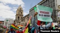 Los bolivianos en la capital, La Paz, protestan el 17 de marzo de 2021 contra la detención de exfuncionarios del anterior gobierno por decisión del presidente Luis Arce.
