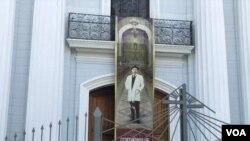 Imagen del doctor José Gregorio Hernández en la Iglesia Nuestra Señora de la Candelaria, Caracas, donde reposan sus restos, durante la celebración de la beatificación del médico venezolano. Abril 30, 2021.
