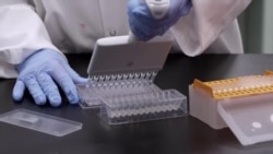 美国多地医护人员接种新冠疫苗