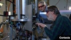 Físicos del NIST, en Colorado, con el nuevo reloj atómico NIST-F2.