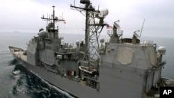Američka raketna krstarica Koupens (arhivski snimak)