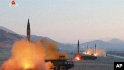 Kore di Nò te lanse 4 misil balistik nan jounen lendi 6 mas 2017 la nan moman Lèzetazini ak Kore di Sid tap kòmanse egzèsis militè yo fè chak ane.