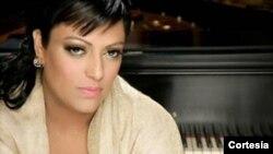 India se ha consolidado como una de las voces femeninas más influyentes de la salsa. [Foto: Uriel Santana, F&F Media]