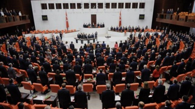 Ratusan narapidana Kurdi diperkirakan akan dibebaskan setelah parlemen Turki meloloskan UU hukum pidana baru (foto: dok).