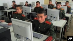 지난해 4월 평양 만경대혁명학원의 학생들이 컴퓨터 실습을 하고 있다. (자료사진)