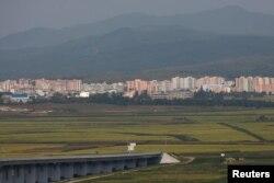 지난 11일 중국 단둥에서 바라본 북한 신의주. (자료사진)