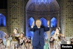 """آقای کریموف در فستیوال """"ملودی شرق"""" در سمرقند، سال ۲۰۱۵"""