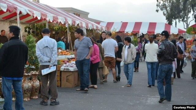 Chợ Tết ở Little Saigon.