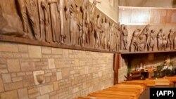 Một dãy quan tài trong một nhà thờ ở Bergamo, Lombardy, Ý, trước khi được mang đi thiêu (ảnh chụp ngày 18/3/2020)