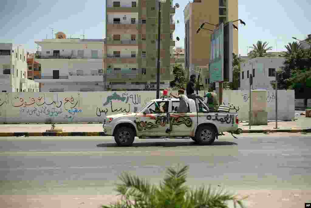 Rebels drive through downtown Tripoli, Libya, August 25, 2011. (VOA Photo - J. Weeks)