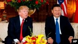 ABŞ prezidenti Donald Tramp Çin prezidenti Şi Tsinpinlə Floridada Mar-a-Laqoda görüş zamanı