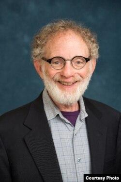 密西根大学公共卫生学院法律、伦理和卫生项目主任彼得•杰克布森(Peter D. Jacobson)