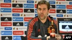 L'entraîneur espagnol Julen Lopetegui lors d'une conférence de presse de l'Espagne à la veille de son match amical international contre l'Allemagne à Duesseldorf, en Allemagne, le 22 mars 2018.