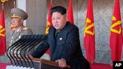 Lãnh tụ Bắc Triều Tiên Kim Jong Un đọc diễn văn trong buổi lễ kỷ niệm 70 năm ngày thành lập đảng Lao động cầm quyền ở Bình Nhưỡng.