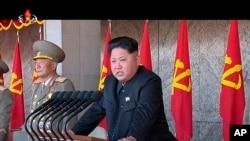 朝鲜领导人金正恩在劳动党70周年庆祝大会上讲话(资料图,2015年10月10日)