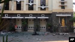 印尼泗水的聖瑪利亞天主教堂外的炸彈襲擊現場