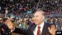 Nazarbayev Özel Yetkileri Reddetti