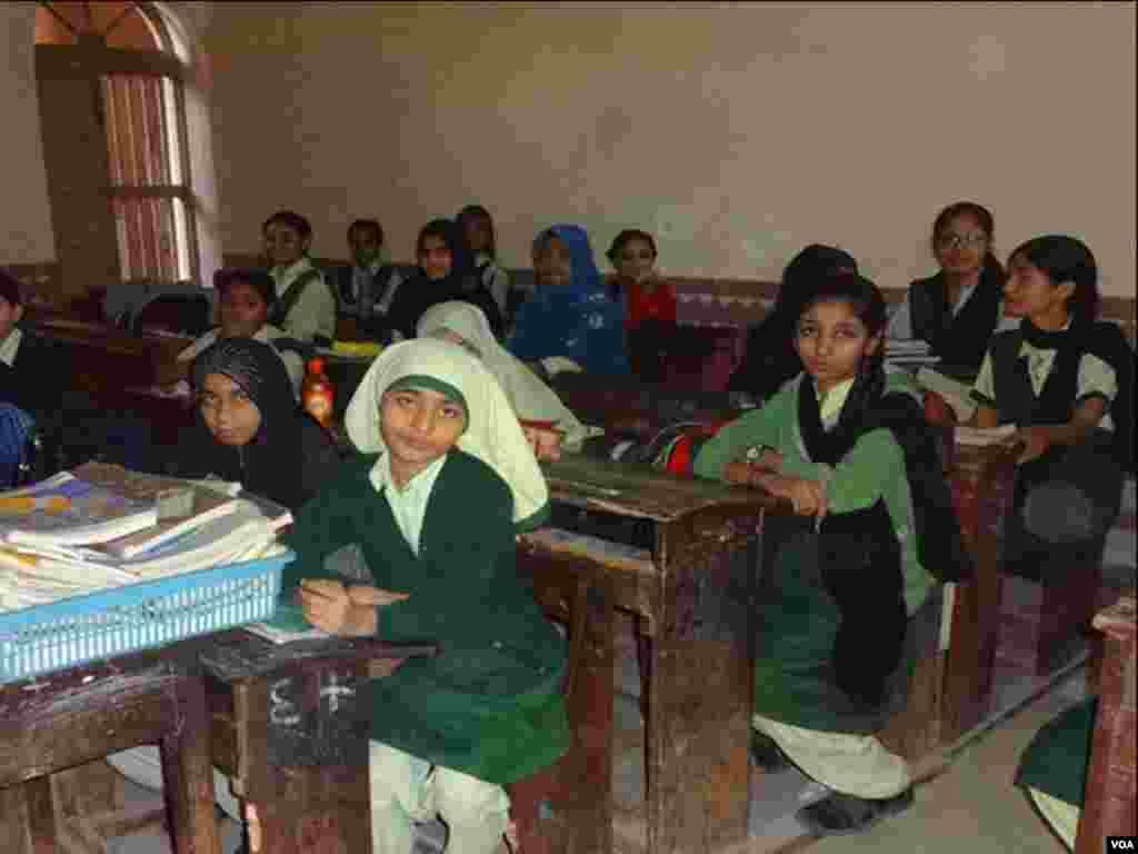 کراچی میں ملالہ کے نام کے اسکول میں دو شفٹوں میں 300 کے لگ بھگ لڑکیاں زیر تعلیم ہیں