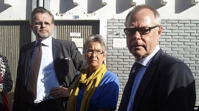 Parents of Swedish journalist and accused terrorist Johan Persson with Sweden's ambassador to Ethiopia, right, outside federal court, Addis Ababa, Dec. 21, 2011.