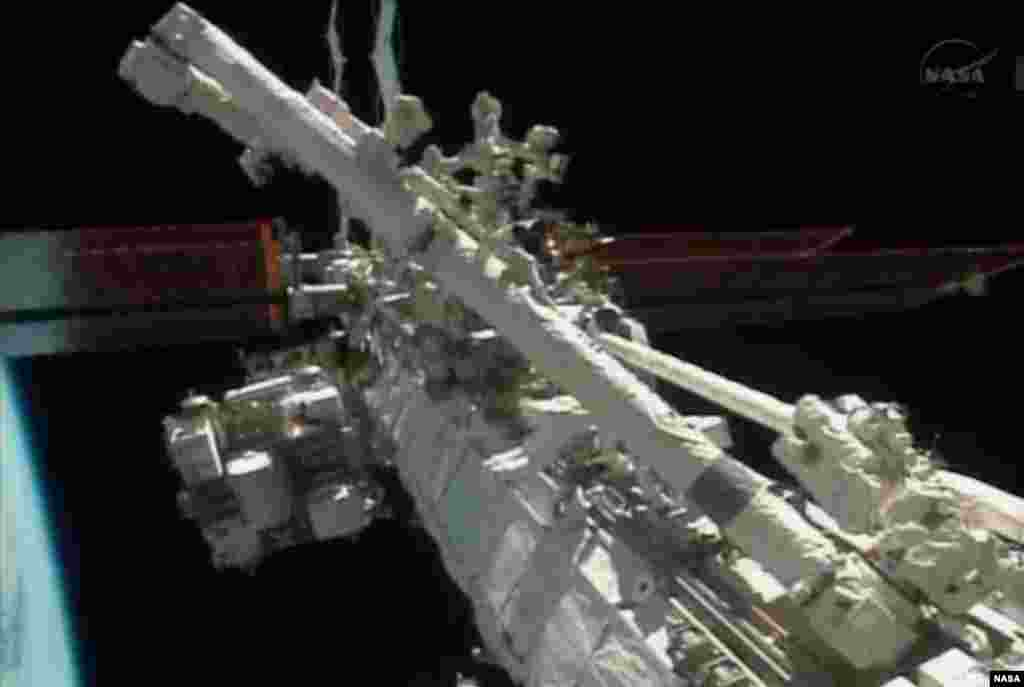 Astronauts Michael Hopkins and Rick Mastracchio perform a series of spacewalks outside the International Space Station in this Dec. 21, 2013 still image taken from a NASA handout video.