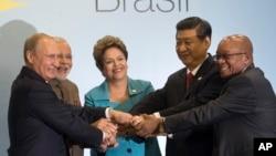 Лидеры БРИКС. Бразилия, 15 июля 2014.