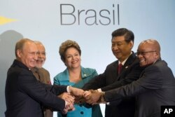 Vladimir Putinm Narendra Modi, Dilma Rousseff, Xi Jinping e Jacob Zuma (esq-dir)