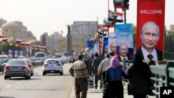 Posters of Russian President Vladimir Putin hang on light poles on Qasr El Nile Bridge in Cairo, Egypt, Feb. 9, 2015.