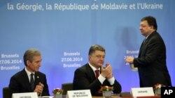 Прем'єр-міністр Молдови Юріє Лянке президент Петро Порошенко і голова Єврокомісії Жозе Мануель Баррозу