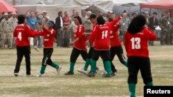 Timnas sepakbola perempuan Afghanistan dalam salah satu pertandingan di Kabul (foto: ilustrasi).