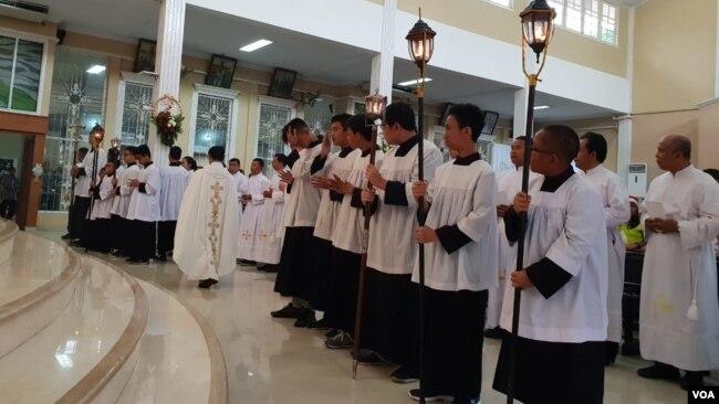 Perayaan Natal di Gereja Kristus Raja (GKR) Serang. (Foto: VOA/Bhagaskoro).