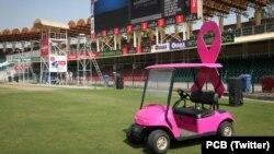 قذافی اسٹیڈیم میں کھیلا جانے والا میچ چھاتی کے سرطان سے آگاہی کے لیے منسوب کیا گیا ہے۔