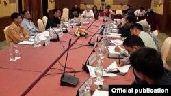 ၿငိမ္းခ်မ္းေရး ေကာ္မရွင္နဲ႔ညီညြတ္ေသာတုိင္းရင္းသားလူမ်ဳိးမ်ား ဖက္ဒရယ္ေကာင္စီ UNFC ရဲ႕ ႏုိင္ငံေရးဆိုင္ရာ ညွိႏႈိင္းေဆြးေႏြးေရး ကိုယ္လွယ္အဖြဲ႔ DPN အဖြဲ႔တို႔ ေတြ႔ဆံုေဆြးေႏြး (Peace Commission)