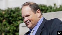 Eddie Tipton, exdirector de seguridad de Multi-State Lottery Association aguarda juicio por cargos en varios estados.