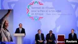 6일 프랑스 파리에서 프랑스-아프리카 연례 정상회의가 열린 가운데, 프랑수아 올랑드 프랑스 대통령이 개회사를 하고 있다.