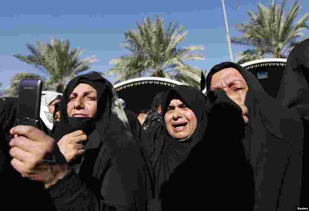Pilgrims attend the religious ceremony of Arbaeen, in Karbala, Iraq, January 3, 2013.