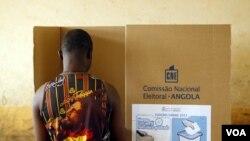 Nas ruas de Luanda há confusão sobre registo eleitoral - 2:13