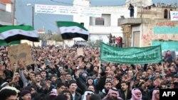 Ərəb Liqası Suriyada müşahidəçi missiyasının fəaliyyətini dondurdu