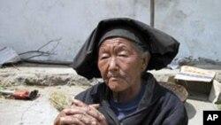 中国西部农村的贫穷老人