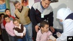 Vaksinasi flu babi di Mesir.