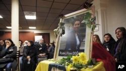 Komunitas Kurdi di Perancis memberikan penghormatan terakhir terhadap 3 aktivis yang tewas ditembak di Paris (10/1).