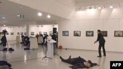 ანდრეი კარლოვი, რუსეთის ელჩი თურქეთში, მოკლეს.