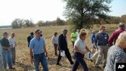 阿富汗农业部长2009年参观印第安纳州的农场
