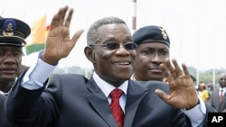 Ghana's President John Atta Mills waves after arriving at Yamoussoukro airport (file photo)